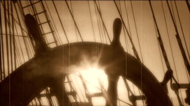 lenkrad eines alten segeln schiff-stilisierte alte film - schiffsmast stock-videos und b-roll-filmmaterial