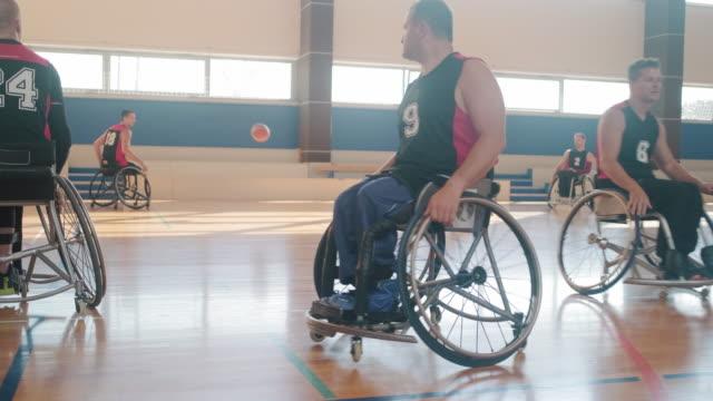 rollstuhl-basketball-team wärmt sich vor demwettbewerb auf - amputiert stock-videos und b-roll-filmmaterial