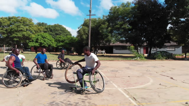 wheelchair sportsman breaks his wheelchair after a face pace chase - wheelchair basketball stock videos & royalty-free footage