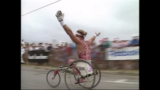 vidéos et rushes de wheelchairs racers from 1990 through 2000 many events exciting finishes - salmini