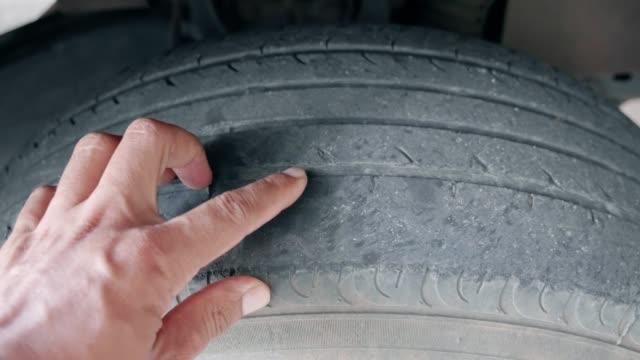 vídeos y material grabado en eventos de stock de ruedas de coche - examinar