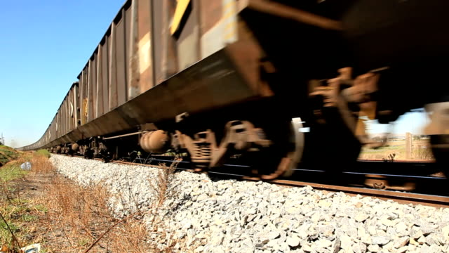 cu wheels of south african freight train/ cape town/ south africa - järn bildbanksvideor och videomaterial från bakom kulisserna