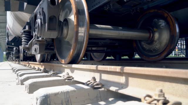 タンク列車と鉄道の車輪 - 貨物列車点の映像素材/bロール