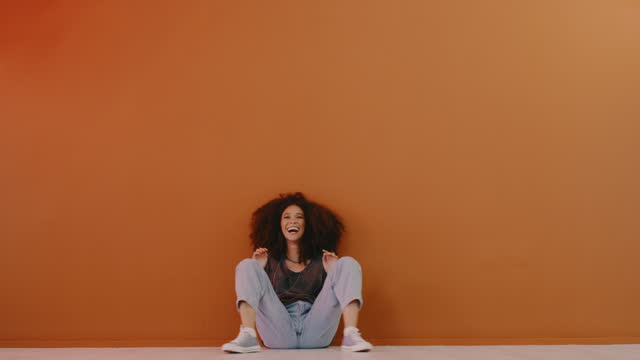 when i'm happy, i dance - natural hair stock videos & royalty-free footage