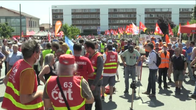when is this company going to reopen asked philippe martinez general secretary of the cgt during a day of mobilisation in front of the luxfer medical... - cylinder stock videos & royalty-free footage