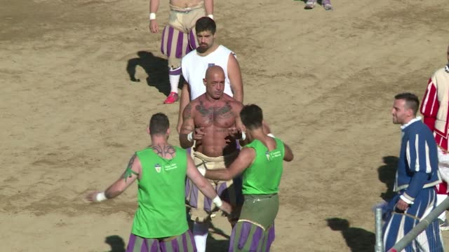when it comes to history italys classic derby football matches are put in the shade by the calcio storico fiorentino a fixture that has been played... - narrare video stock e b–roll