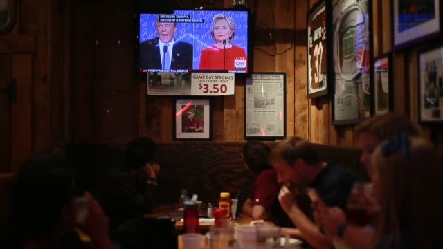 while debating hillary clinton donald trump is shown on tv talking about his economic policy proposals at nick's english hut in bloomington indiana - debatte stock-videos und b-roll-filmmaterial