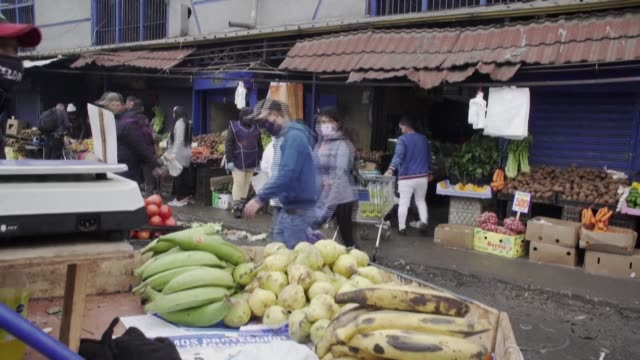 while many mourn their dead in covid-19-stricken chile, street vendors in santiago's la vega market need to keep on working to make ends meet despite... - latin america stock videos & royalty-free footage