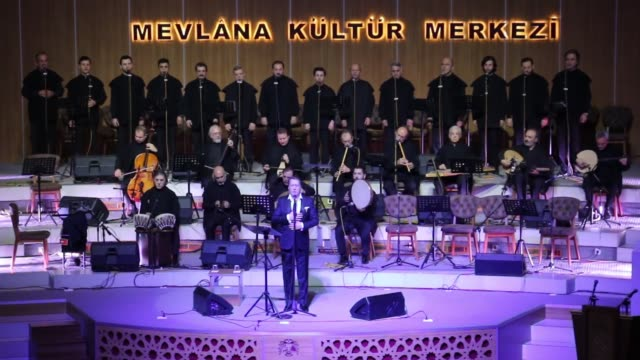 vidéos et rushes de whirling dervishes perform during the sebi arus ceremony at sports hall to mark the 745th anniversary of the death of mevlana jalaluddin alrumi in... - soufisme