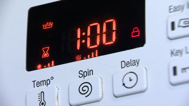 whirlpool hotpoint washing machine being used, they have been re-called due to a fault that causes them to catch fire - waschmaschine stock-videos und b-roll-filmmaterial