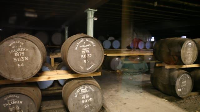 whiskey barrels at the distillery talisker on the isle of sky in scotland - insel skye stock-videos und b-roll-filmmaterial