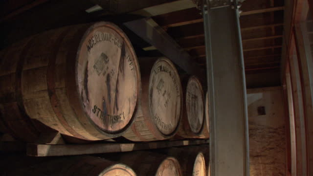 vidéos et rushes de td whiskey casks in storage / aberlour, scotland, united kingdom - whisky