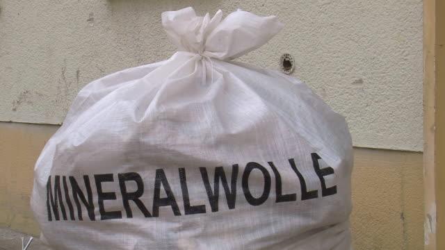 vidéos et rushes de ms white bag with text mineralwolle / saarburg, rhineland-palatinate, germany - lettre majuscule