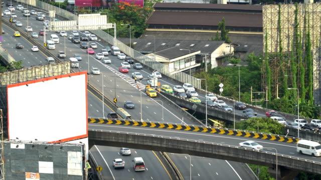 weißen Bill Borad auf Traffic jam alle Autobahn unterwegs