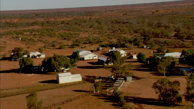 stockvideo's en b-roll-footage met white buildings cluster together on the anna creek station in australia. - anna creek station