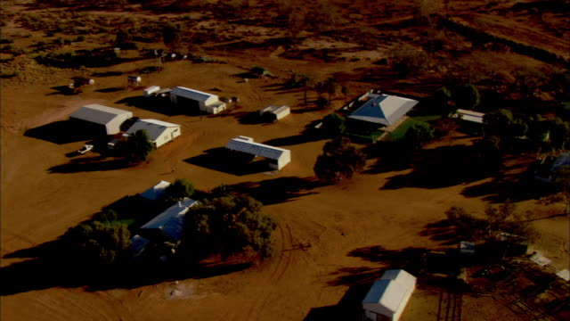 stockvideo's en b-roll-footage met white buildings cluster together on the dry, open land on the anna creek station in australia. - anna creek station