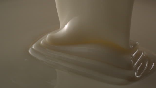 vidéos et rushes de white chocolate pouring down in slow motion tabletop - perception sensorielle
