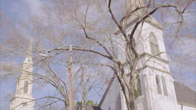vídeos y material grabado en eventos de stock de td white church building / newnan, georgia, united states - formato buzón