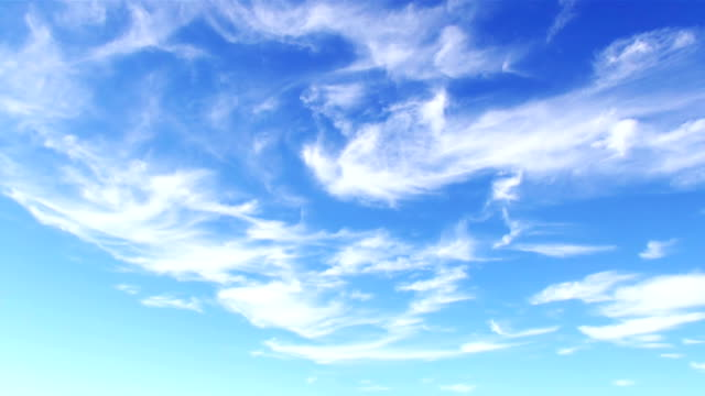 stockvideo's en b-roll-footage met white cirrostratus (sheet) clouds in blue sky - blauw