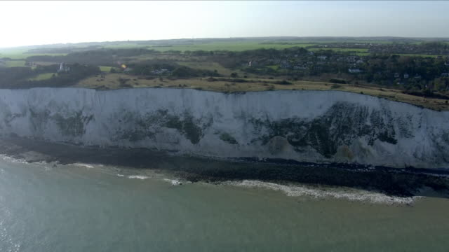 white cliffs of dover - kreidefelsen stock-videos und b-roll-filmmaterial