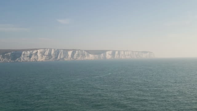 white cliffs of dover - dover kent stock-videos und b-roll-filmmaterial