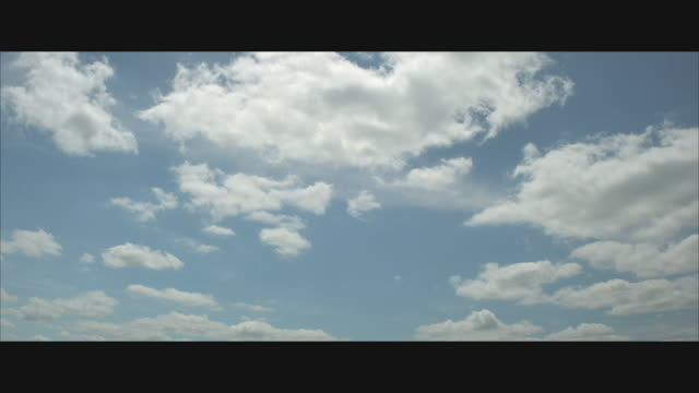 vidéos et rushes de la, ws, white clouds on blue sky  - ciel