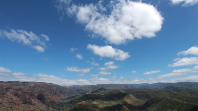 t/l ws white clouds rolling over waimea canyon, kauai, hawaii, usa - horizon over land stock videos & royalty-free footage
