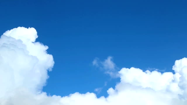 Witte wolken time-lapse On Blue Sky