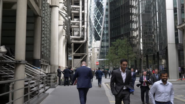 white collar workers in the city of london - pedestrian stock videos & royalty-free footage