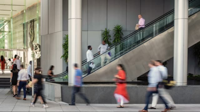 white collar workers on their way to the office, during morning rush hour, in singapore's financial district - white collar worker点の映像素材/bロール