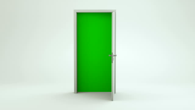 vídeos de stock e filmes b-roll de white door opening to green screen - empty room | 4k - milagres