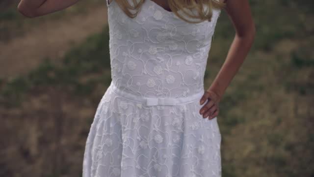 白のドレス - 白のドレス点の映像素材/bロール