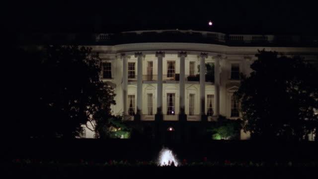 vidéos et rushes de ms white house at night, washington, d.c., usa - la maison blanche