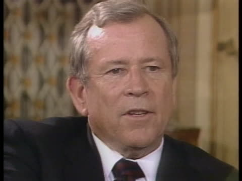 white house chief of staff howard h. baker says he expects japan to aid the united states in escorting kuwaiti oil tankers in the persian gulf. - united states and (politics or government)点の映像素材/bロール