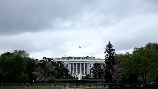 white house - bewölkten tag - weißes haus stock-videos und b-roll-filmmaterial