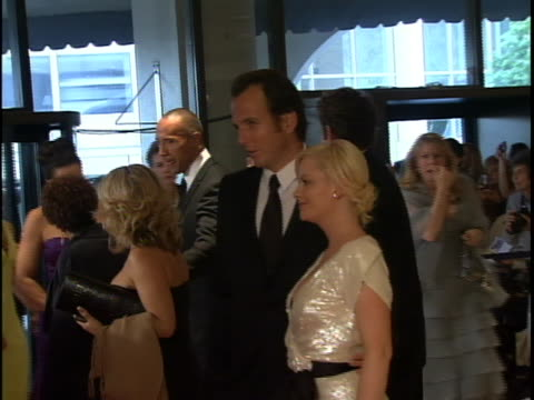white house correspondents dinner 2009 red carpet arrivals 20:40:08 – zoom in of amy poehler and will arnette posing for pictures - ウィル アーネット点の映像素材/bロール