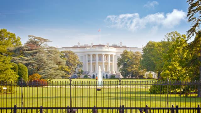 white house. fountain. park. - la casa bianca washington dc video stock e b–roll