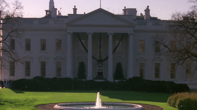 WS TU White house from north lawn with fountain / Washington D.C., United States