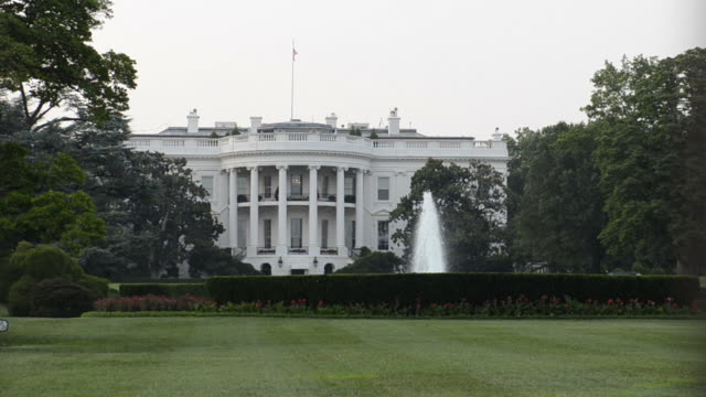 white house in washington dc - white house washington dc stock videos & royalty-free footage