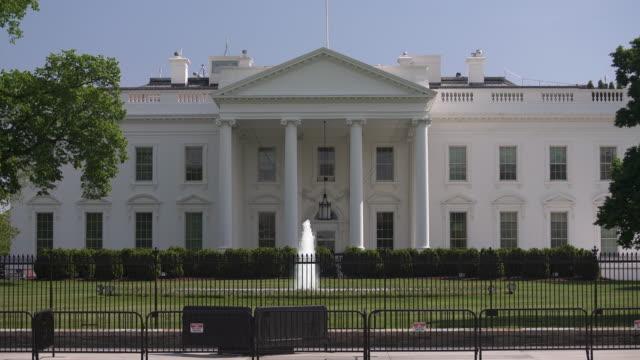 vidéos et rushes de maison blanche nord facade pelouse washington, dc zoom in french - 4k/uhd - président des états unis
