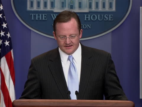 white house press secretary robert gibbs speaks to the press corp on his last day on the job saying it is a tremendousêhonorêand privilege to do this... - zuletzt stock-videos und b-roll-filmmaterial