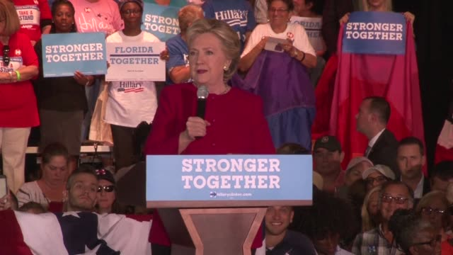 vídeos de stock, filmes e b-roll de white house rivals hillary clinton and donald trump stage dueling rallies in the crucial battleground of florida blitzing the diverse state as the... - florida us state