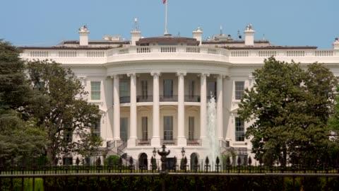 white house south lawn washington, dc in 4k/uhd - white house washington dc stock videos & royalty-free footage