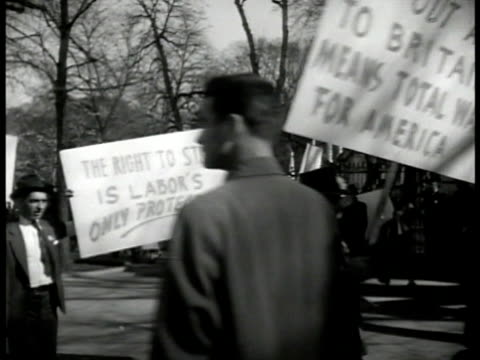 white house w/ people picketing male speaking to picket holders signs 'no loans to england' 'fight draft' 'american union against war' people w/... - fackförbund bildbanksvideor och videomaterial från bakom kulisserna