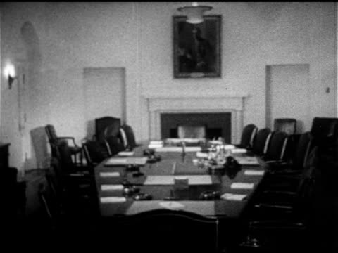 vidéos et rushes de white house west wing door opening to empty cabinet room w/ oval conference table fireplace president eisenhower sitting at desk saying in campaign... - 1953