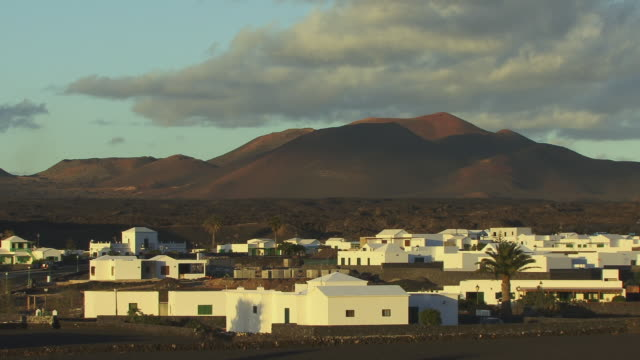 ms, zo, ws, white houses in mountain landscape, yaiza, lanzarote, canary islands, spain - fan palm tree stock videos & royalty-free footage