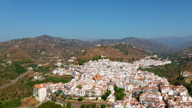 vidéos et rushes de white houses & mountains, torrox, andalusia, spain - zoom avant