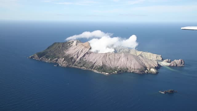 white island on december 08 off the coast of whakatane, new zealand. 22 people died following the whakaari white island volcano eruption on 9... - new zealand stock videos & royalty-free footage