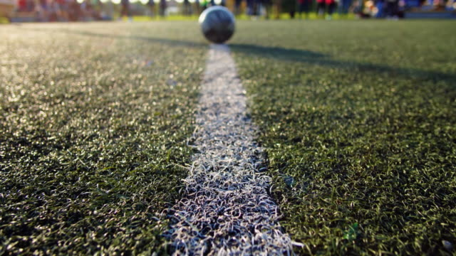 vídeos de stock e filmes b-roll de white line of the soccer field and ball gimbal shot - football