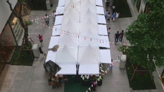 vidéos et rushes de concepts du marché blanc - tente